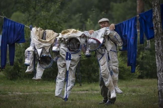 Nah, ini dia Pulsker laundry yang beda dari lainnya. Khusus melayani laundry baju astronot.