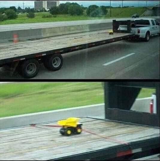 Butuh bak truk yang gede untuk mengangkut sebuah mobil mainan yang kecil banget.