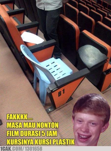 Apes banget yang dapat nomor bangku ini, karena kursinya diganti kursi plastik :D