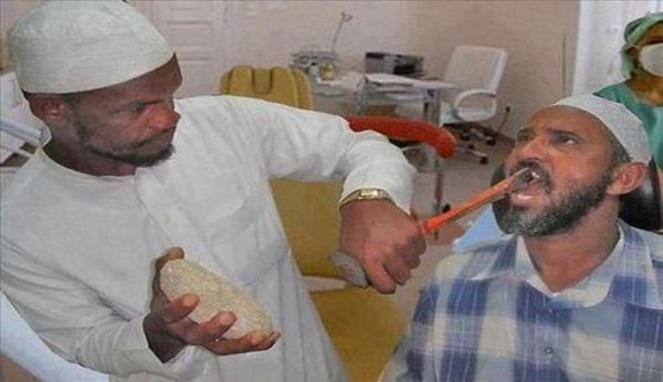 Waduh, ada yang berani periksa gigi ke dia gengs?.