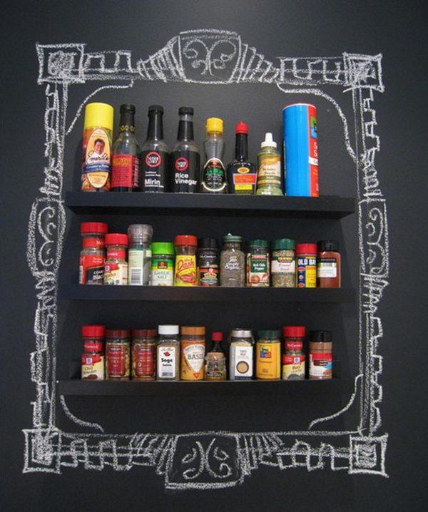 Bisa juga untuk melukis dinding di dapur agar rak bumbu makin terlihat artistik.
