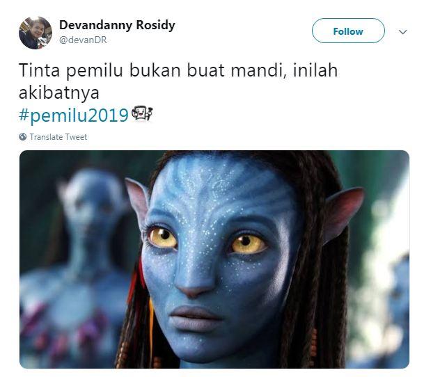 Para Avatar yang melakukan perawatan wajah dan tubuh menggunakan tinta pemilu.