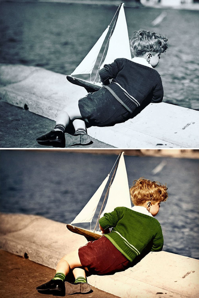 Mungkin sekarang bocah kecil yang dulu lagi main replika perahu ini sudah jadi kakek-kakek.