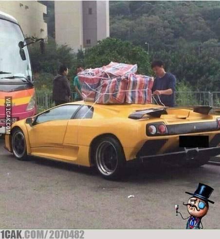 Nggak ada pickup, supercarpun jadi ketika bini yang menyuruh.