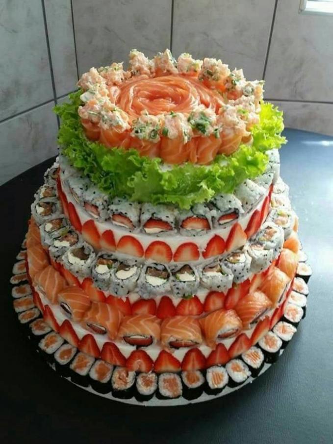 Buat kamu yang bingung memberikan kado ulang tahun kepada mereka yang suka makanan Jepang. Sushi tart ini juga bisa menjadi pilihan yang tepat.