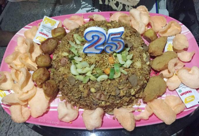 Bukannya nggak modal ya, tapi pilihan nasi goreng ulang tahun ini juga bisa menjadi inspirasi lho.