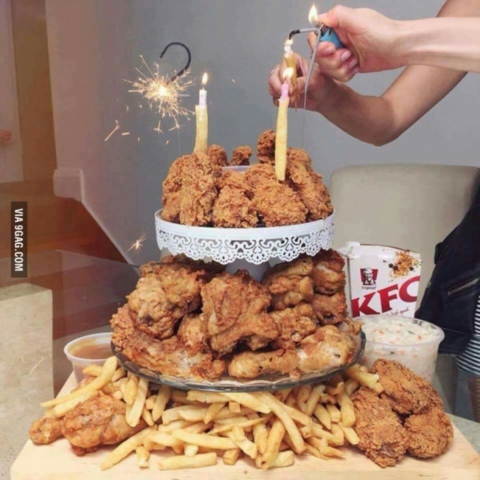 Pecinta KFC, wajib banget bikin kado ulang tahun pakai ayam gorengnya.