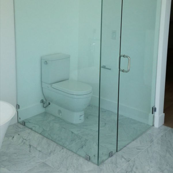 Buat apa dikasi pintu kaca, kalau akhirnya juga transparan?
