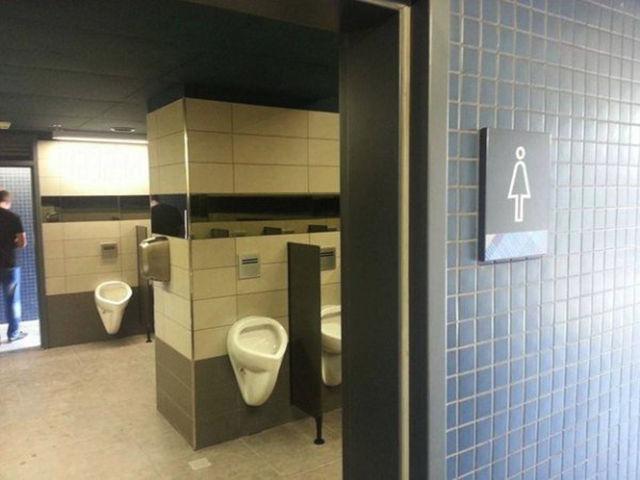 Toilet khusus para cewek yang pipis berdiri :D