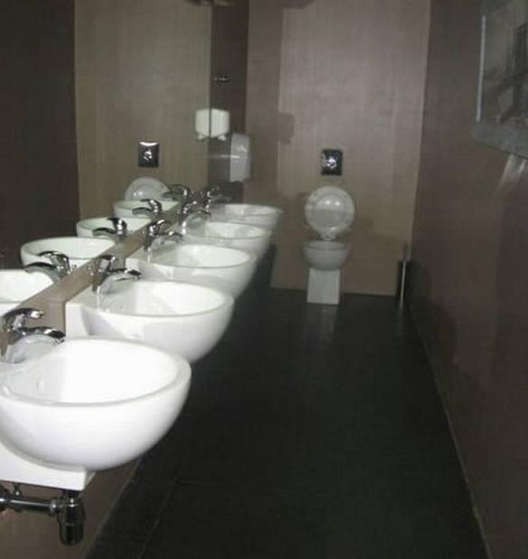 Toilet darurat kalau yang lainnya terisi penuh :)