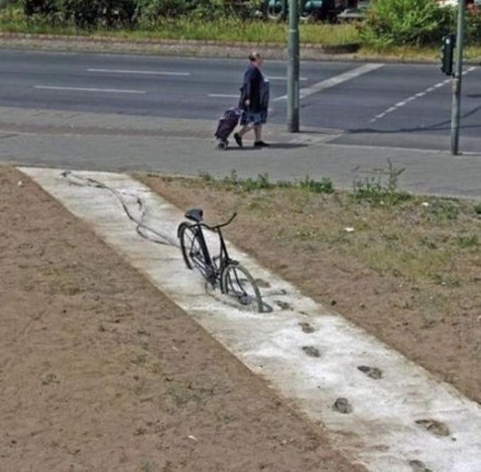 Sepeda ini akan dijadikan monumen oleh desa pinggiran ini.