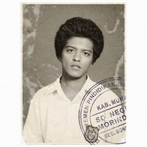 Inilah foto Bruno Mars waktu bikin ijasah SMP :D