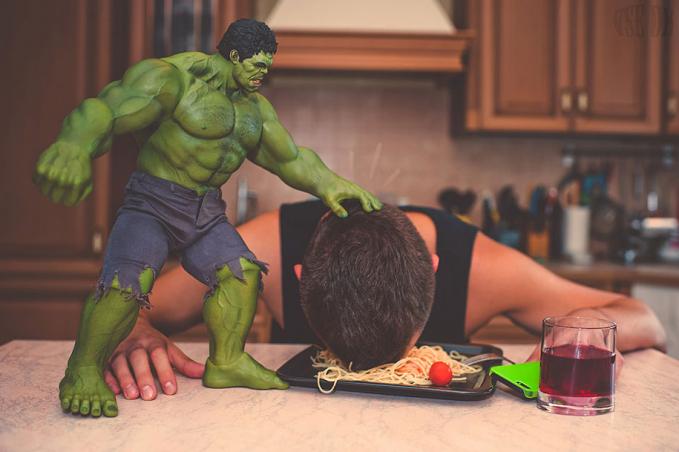Duh, si Hulk jahat banget ya?. Wah, emang ya Pulsker kalau orang berjiwa seni tinggi dan punya kreativitas benda apa saja bisa jadi makin keren.