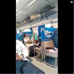 Viral! Video Biarawati dan Ibu Berhijab Sedang Bercengkrama di Kereta Ini Bikin Adem