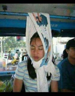 Kelakuan Super Kocak Saat Orang-Orang Lagi di Angkot