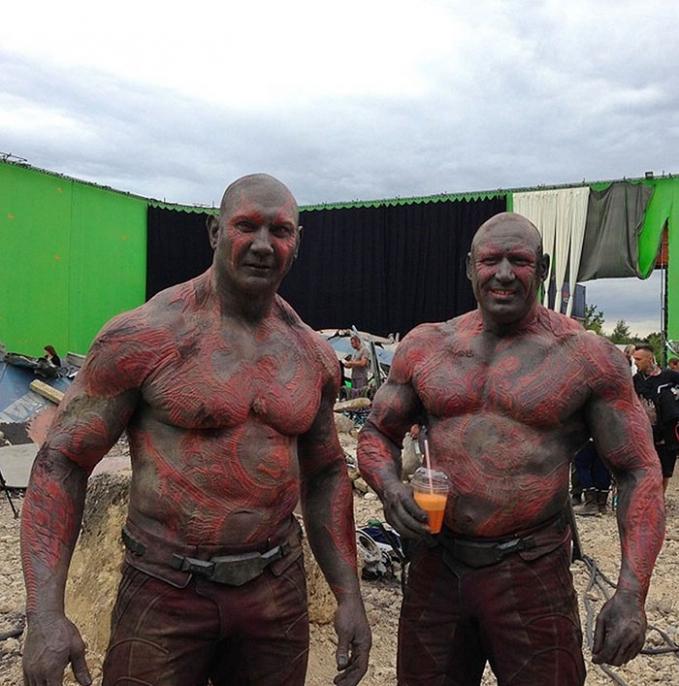 Pasti sulit cari pemeran pengganti Drax yang diperankan oleh Dave Bautista. Untungnya ada Rob de Groot yang mirip banget dengan pemeran utamanya.
