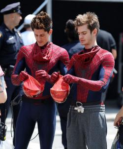 Foto Pemeran Superhero dan Stunt Mant-nya yang Mirip Banget
