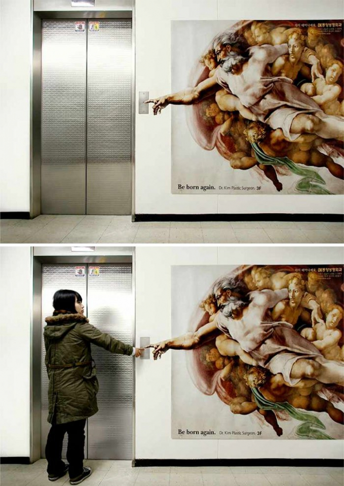 Lukisannya mengingatkan kita untuk jangan lupa memencet tombolnya sebelum masuk lift.