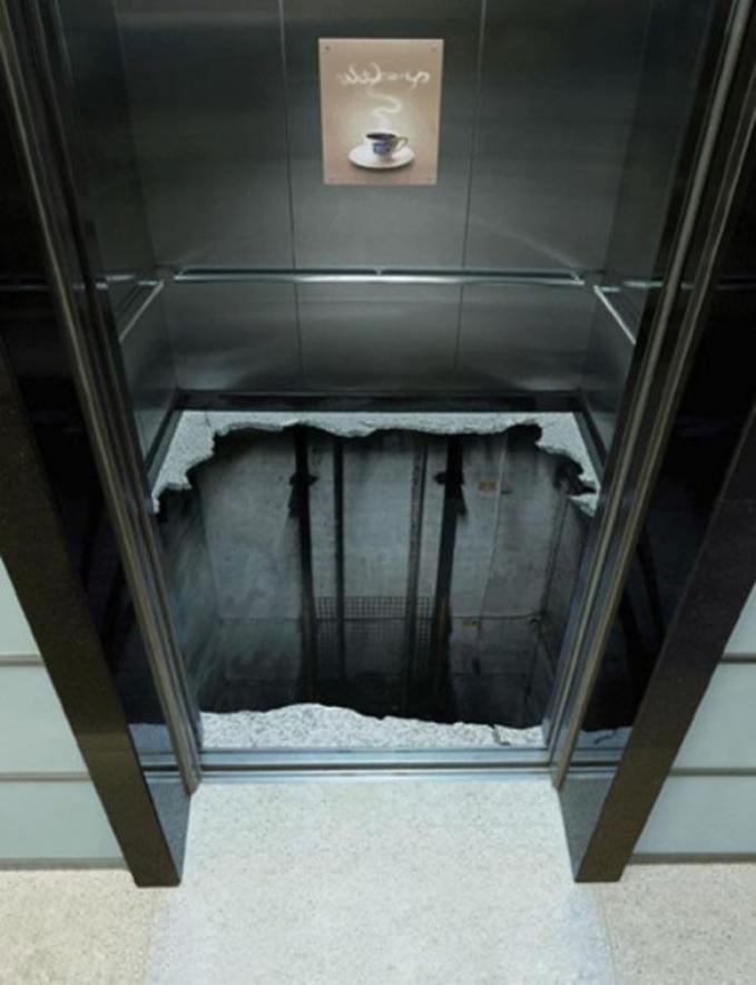 Perhatian sob, kalau jantungan jangan sesekali ya masuk liftnya. Perlu pendampingan nih.