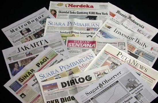 Tidak hanya itu, media pun terkena imbasnya. Kalian tentunya sudah pernah mendengar majalah cetak A atau koran B tutup dan beralih ke media online?. Ini dimaksudkan untuk memangkas biaya percetakan dan lebih dekat dengan pembaca.