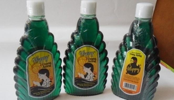 Hayoo, siapa dulu yang pernah pakai minyak urang-aring ini?. Fungsinya selain membuat rambut klimis juga untuk menjaga kesehatan rambut.