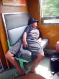 Pose Kocak Saat Orang-Orang Tertidur di Mana Saja