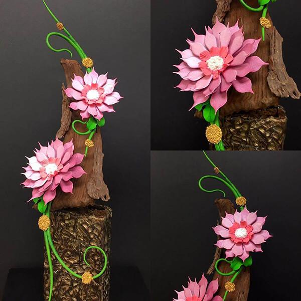 Nggak hanya bentuk bunga, kreasi berbentuk kayunya pun mirip banget sama aslinya lho.