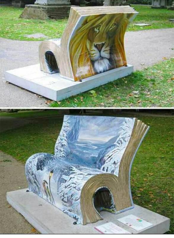 Lain halnya di Inggris, kursi taman disana ada yang berbentuk seperti sebuah buku lho.