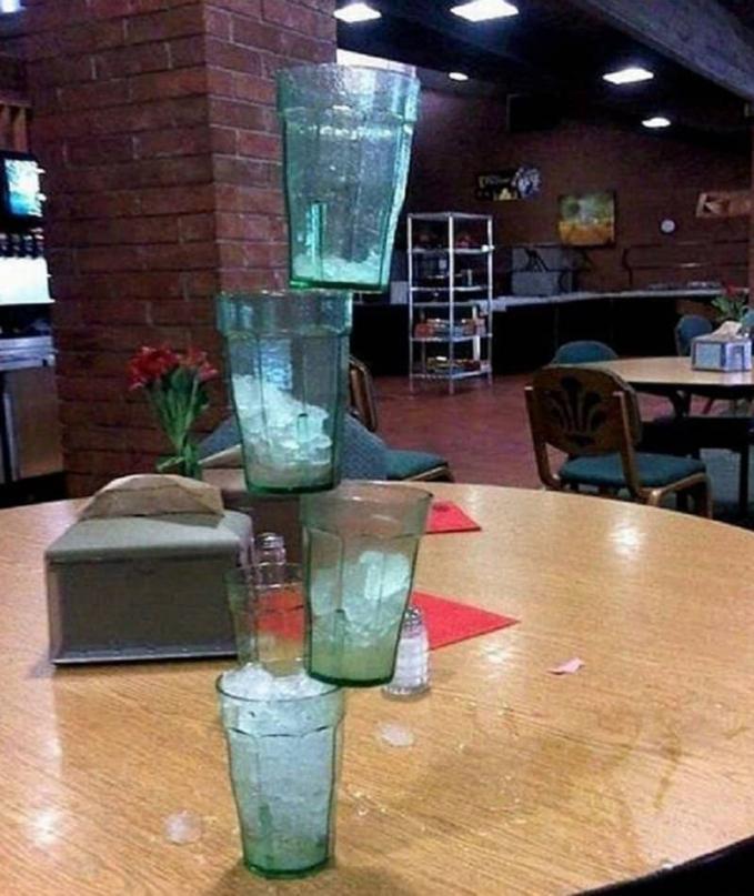 Takaran es nya pun harus diperhatikan agar seimbang. Kalau gelasnya pecah, mau ganti emang?